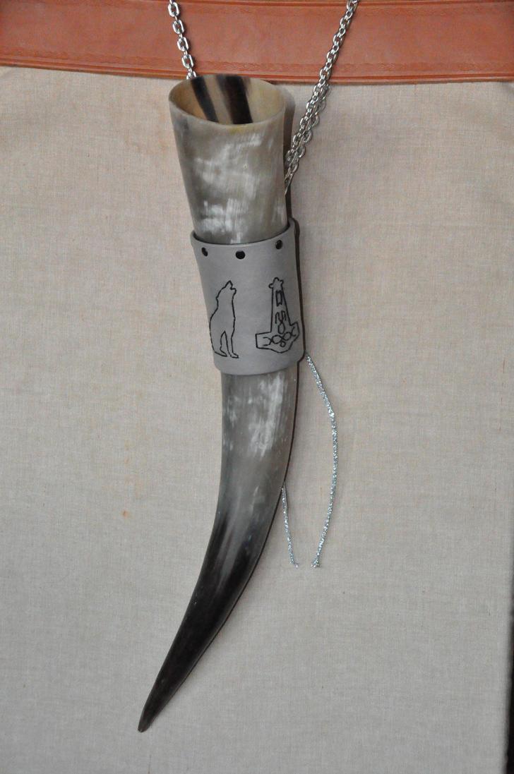 Mjollnir e Freki by Equitariuum