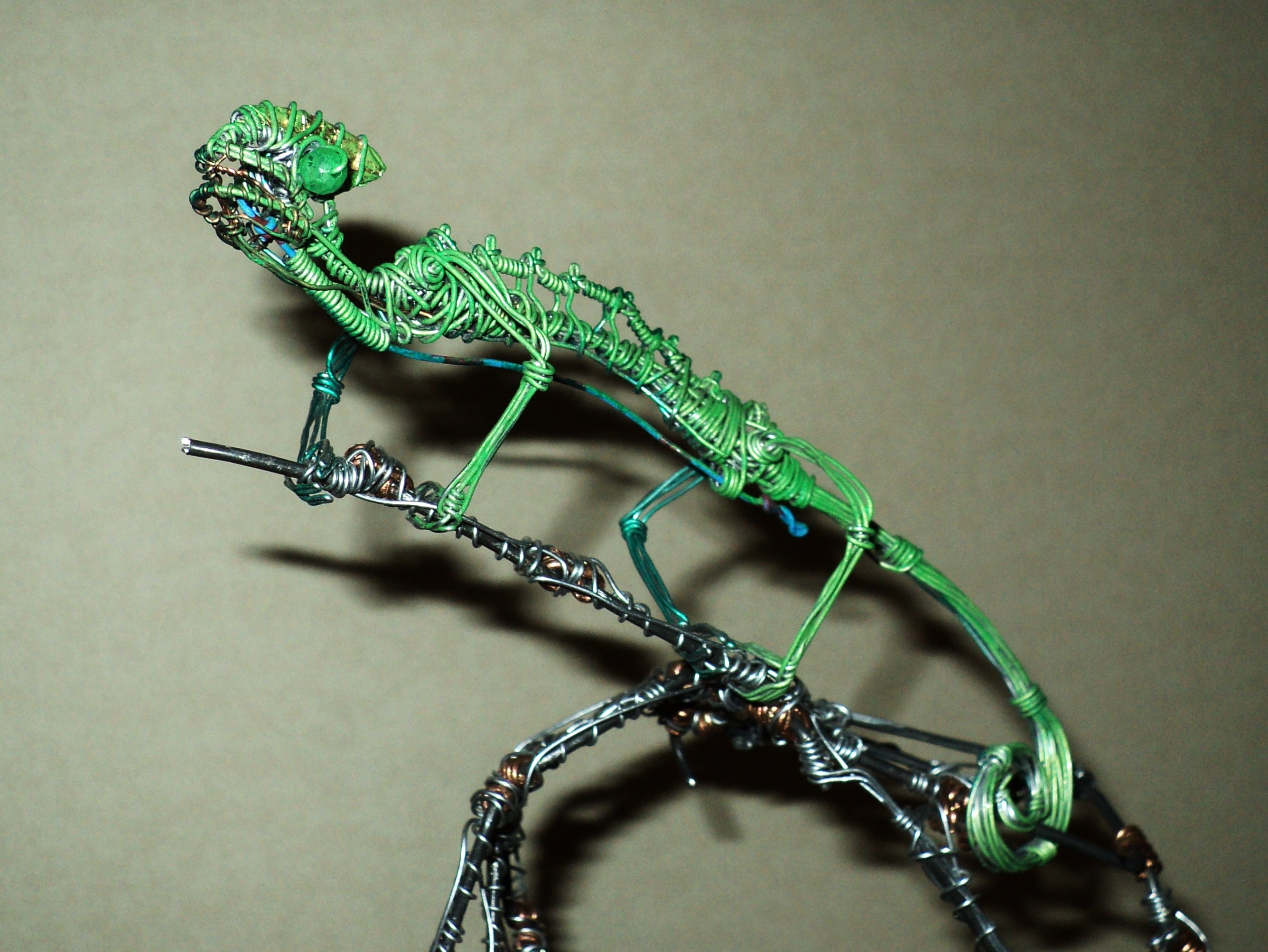 CHAMELEON in wire by TheWallProducciones