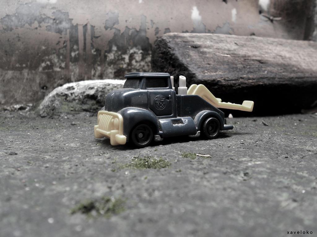 Vintage Tow Truck by xavierlokollo