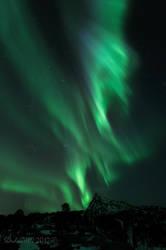 Northern Lights with Valviktinden by SindreAHN