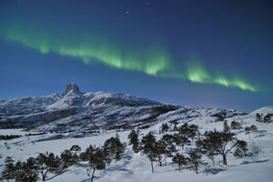 Northern Lights above Steigtind Peak ! by SindreAHN