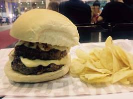 Hamburguer and chips by NatarioSantos