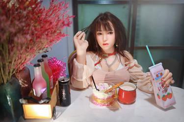 Food aficionado Yumiko