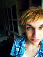 I'm blonde! by T0MMY-C0SPLAY