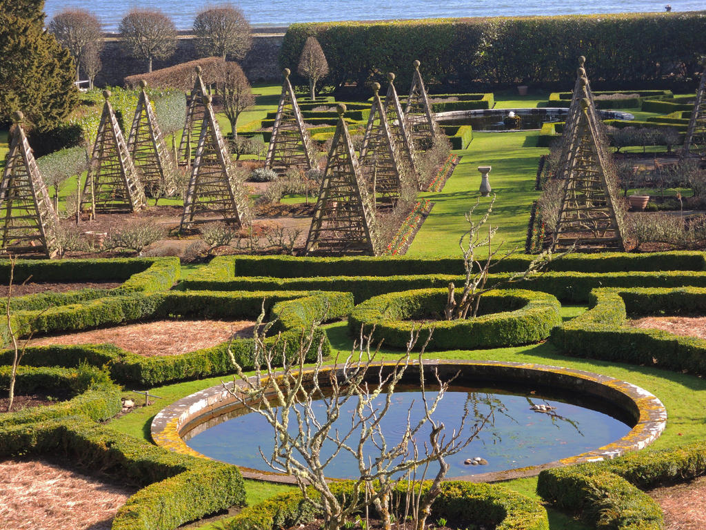 Dunrobin Castle Grounds by piglet365