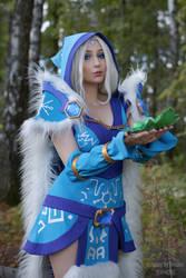 Crystal Maiden Cosplay