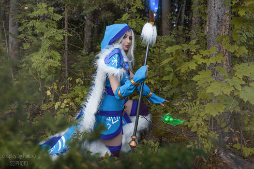 Crystal Maiden in the forest