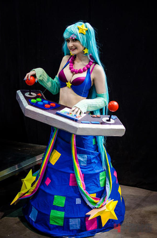 League of legends sona cosplay