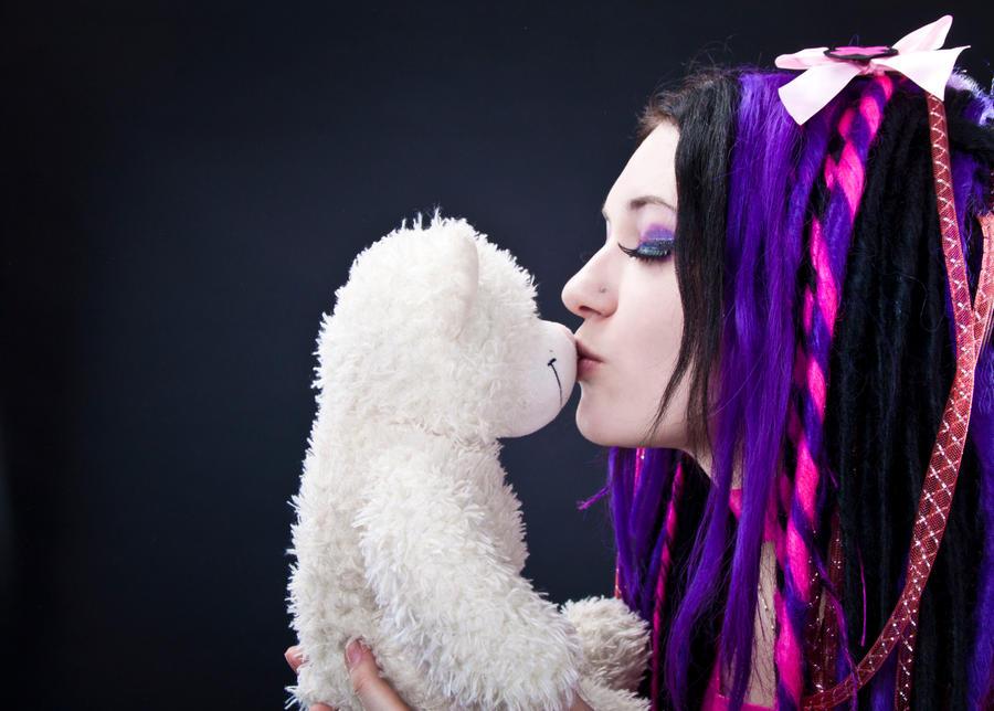 kiss by MysteriaViolentStock