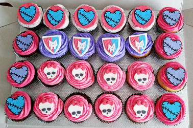 Monster High Cupcakes by darklizard14