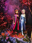 Frozen 2 Elsa and Anna statues