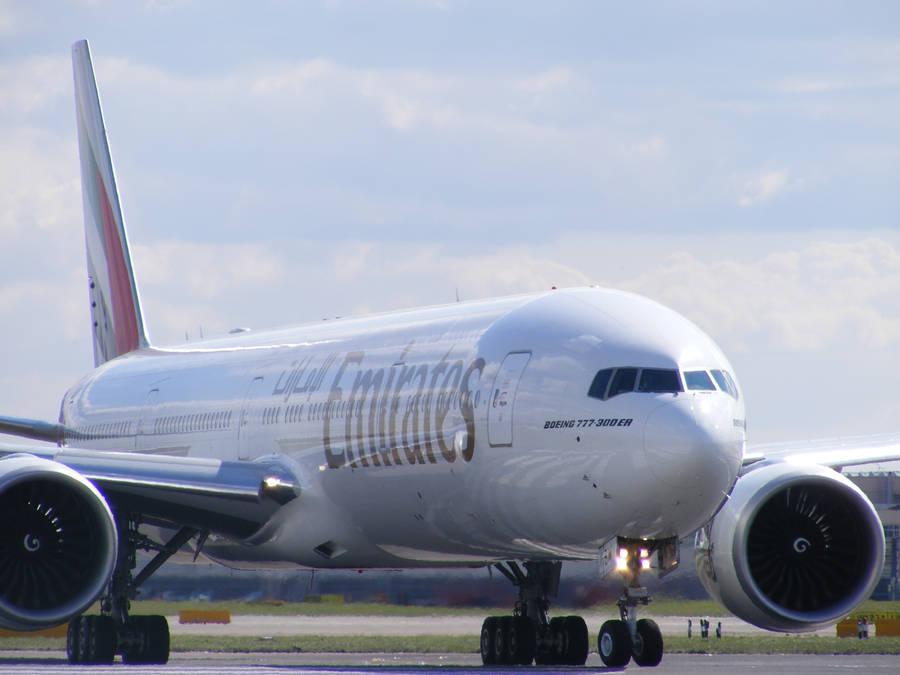 Emirates 777 deprature at LHR. by jibbyjabba