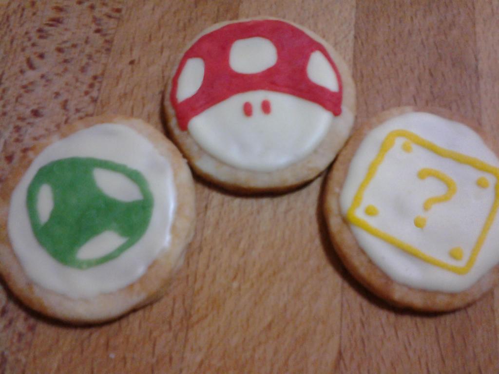 Super Mario Cookies by Tyvet