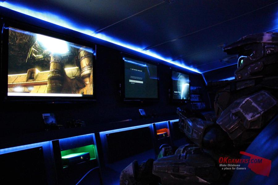 Halo 4 Midnight release by RoadNeko