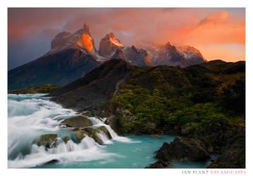 Los Cuernos del Paine by Ian-Plant