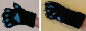 [Commission] Super fluffy hand paws
