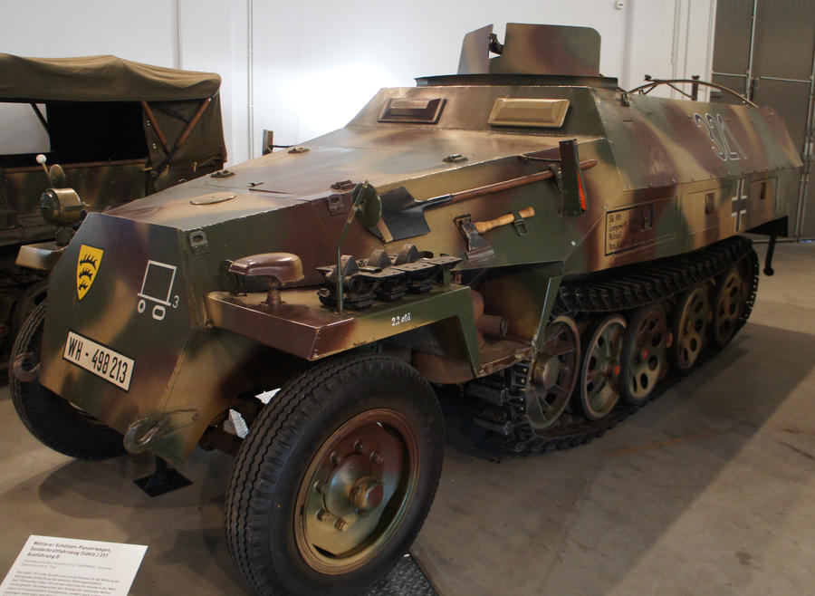 SdKfz 251 Ausf. D  01 by dunklerfruehling