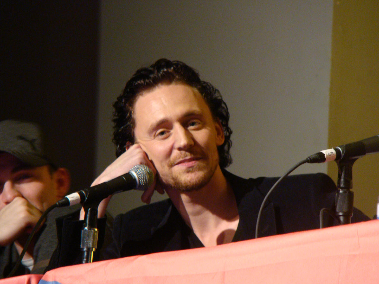 Tom Hiddleston by galidor