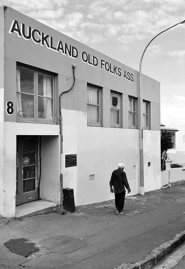 Auckland Old Folks Ass by DougNZ