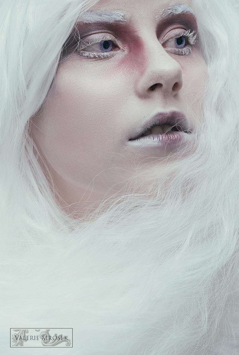 Angel Eyes by MissMalerie