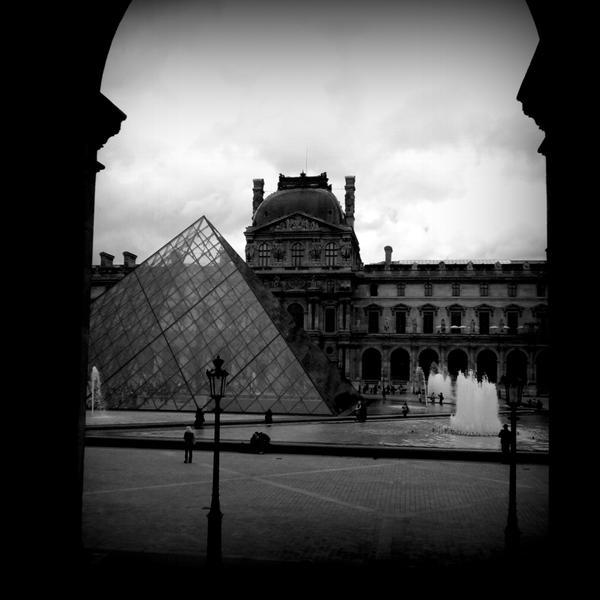 Louvre Pyramid II by lostknightkg
