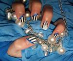Nail Art: Black and White Stripes