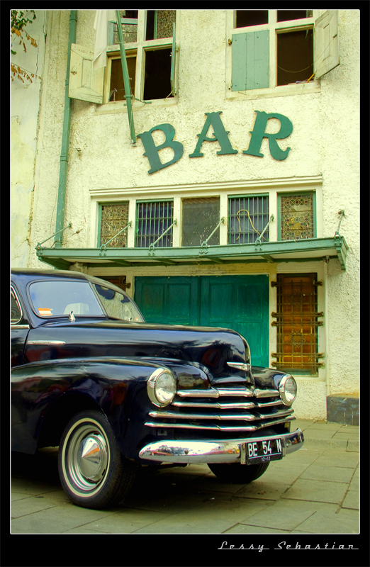 Vintage Bar by lessysebastian