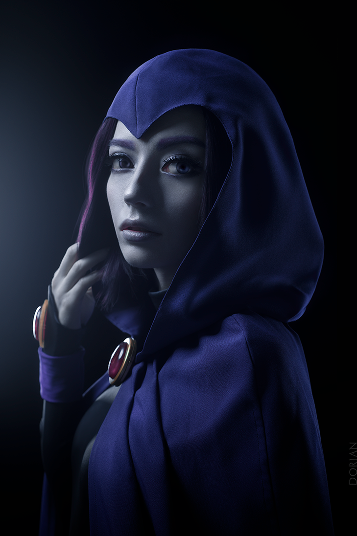 Raven portrait by gnitae