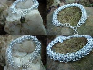 Symmetrical Allure Sheet Bracelet