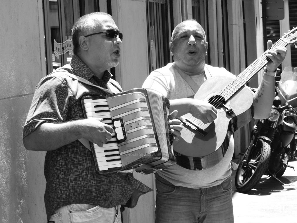 singing and playing in Barcelona by elandsiedel