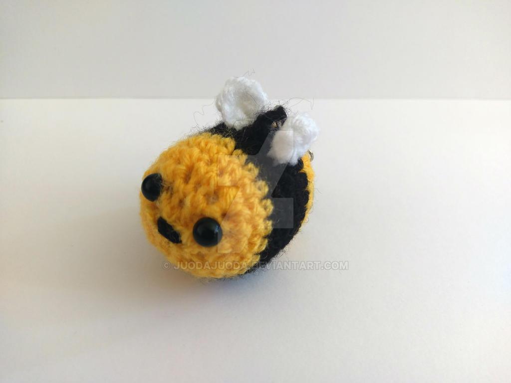 Amigurumi Bee : Amigurumi Bee Keychain by JuodaJuoda on DeviantArt
