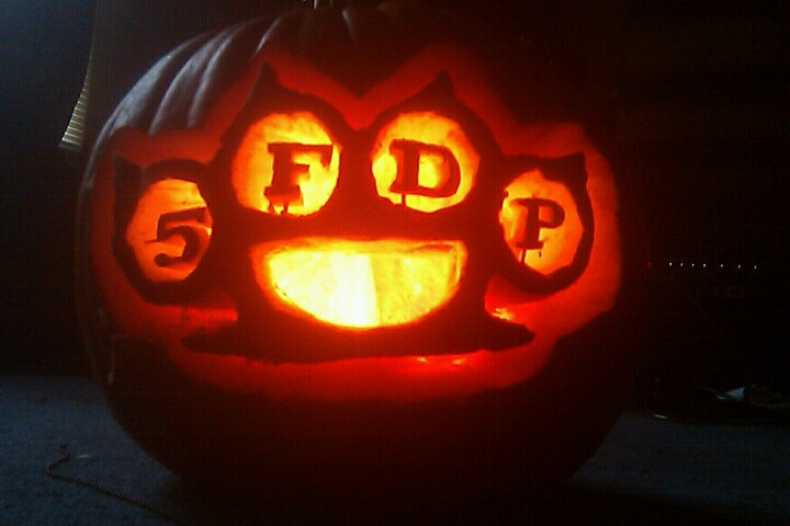 5fdp knuckles pumpkin by Avenged-SiiNz