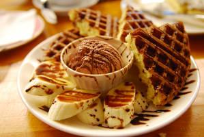BANANA chocolate waffle by reiime