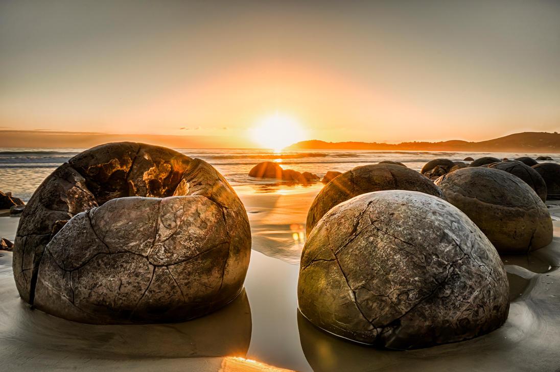 Moeraki Boulders Sunrise by Boindys
