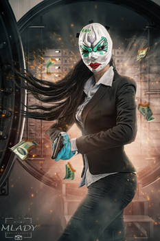 Robbing a bank - cosplay - Clover from Payday 2