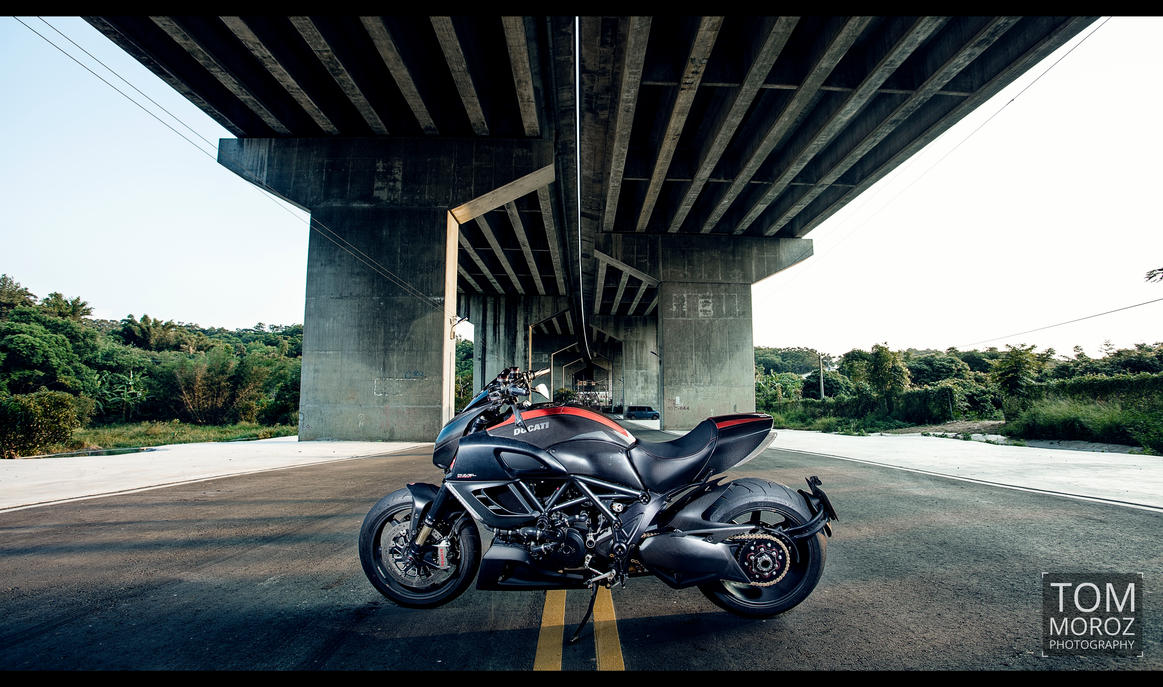 Diavel Under the Bridge by tmz99