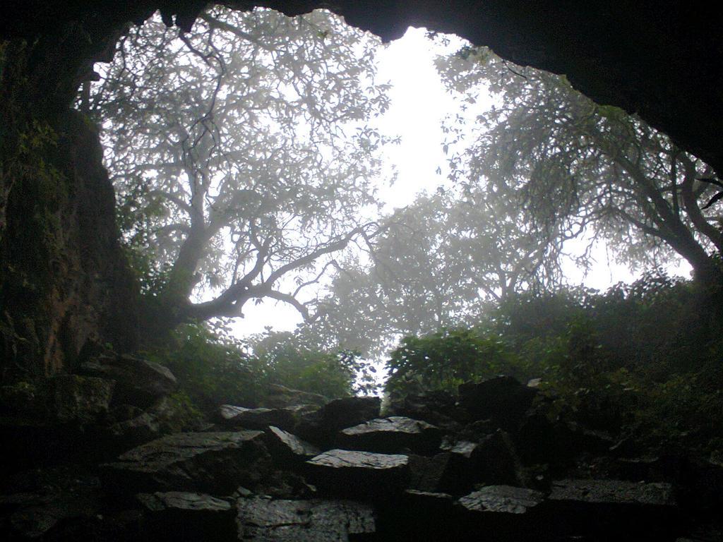cerca del valle de los fantasmas by hyaku-go