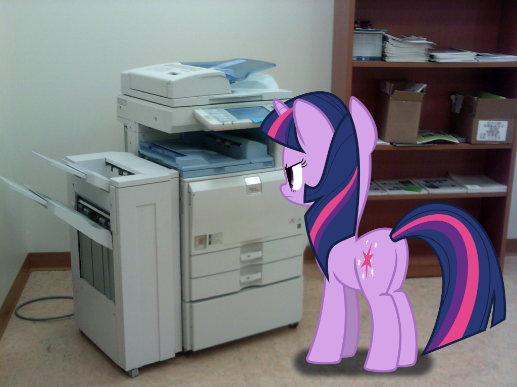 Twilight Sparkle printing scrolls by Paris7500