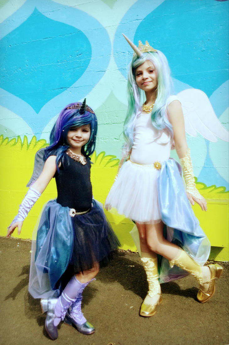 Luna and Celestia by Daws3