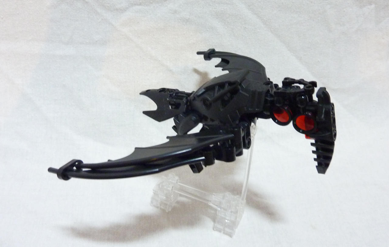Bionicle MOC - Mad Crow - Flying! by Alex-Darkrai