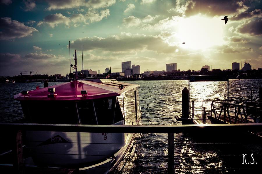 Ocean Promenade by MortuusHyperion