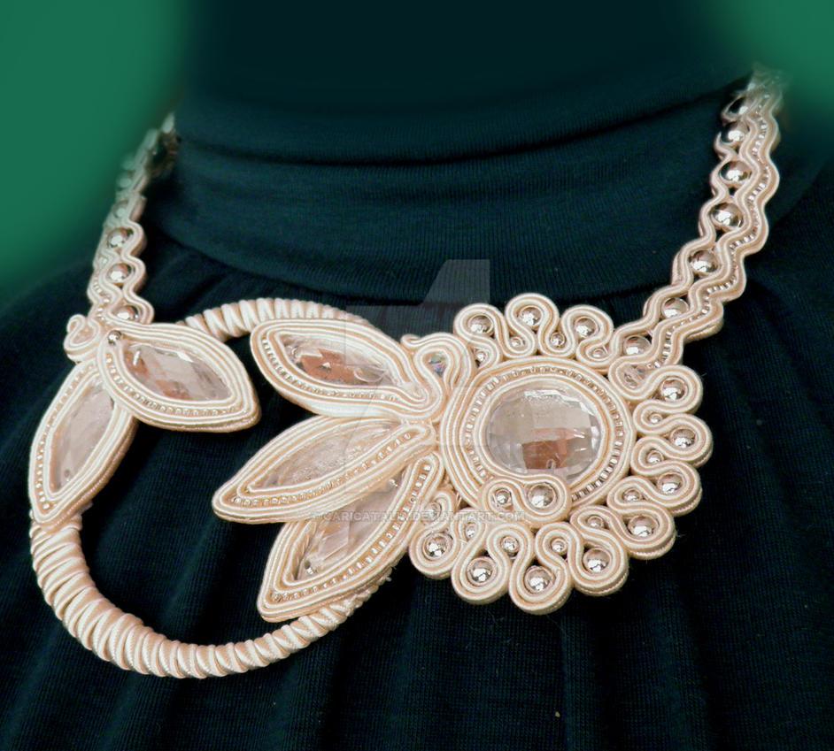 Bride soutache necklace by caricatalia