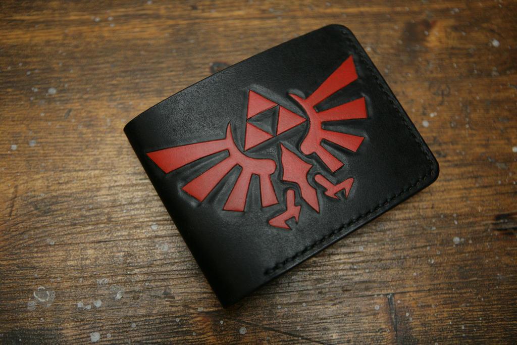 Zelda leather bifold wallet by Arnakhat