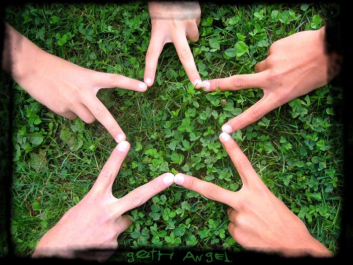 http://fc25.deviantart.com/fs12/i/2006/278/3/6/star____by_g0th_angel.png