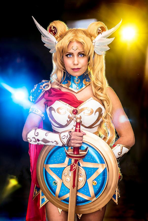 Valkyrie Sailor Moon Cosplay (NoFlutter Design)