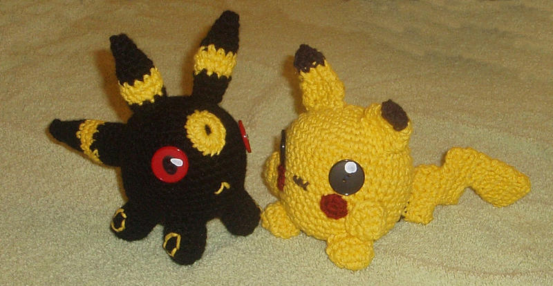 Amigurumi Umbreon and Pikachu by KasumiAngel on DeviantArt