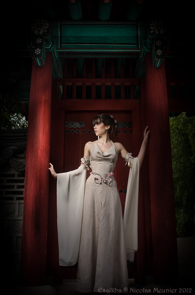 White Corset dress 2012 collection by Esaikha