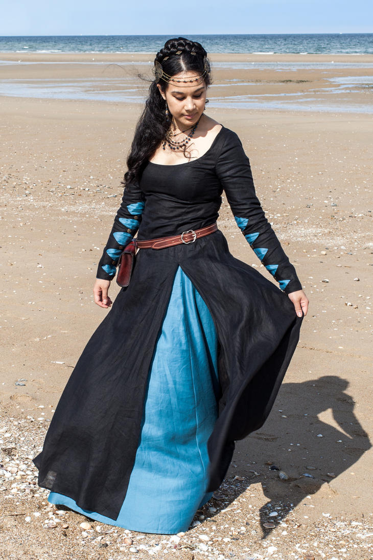 Medieval fantasy gown by Esaikha
