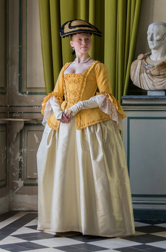 Yellow casaquin of 18th by Esaikha