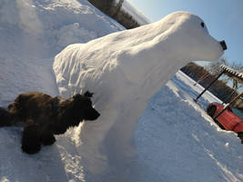 Snow-sculpture: Cocker Spaniel with model side